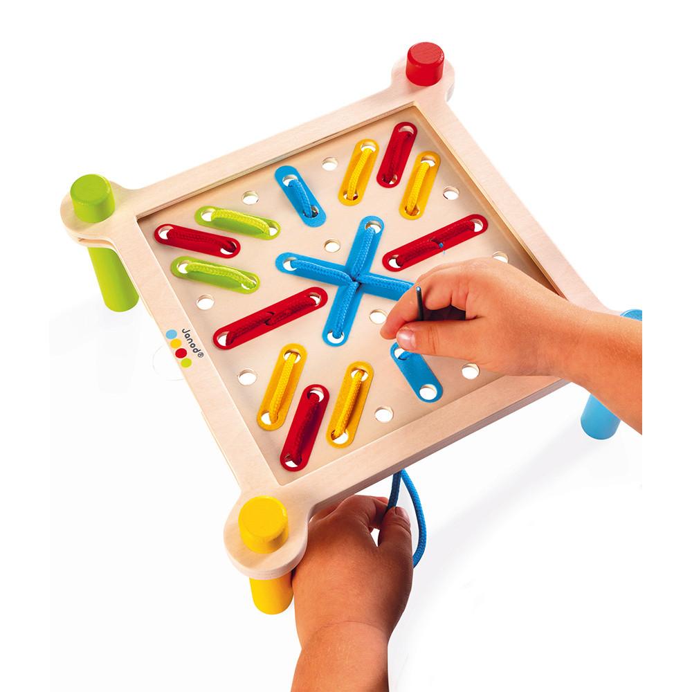 Joc de șnuruit cu 10 șabloane din lemn, 4 șireturi și 70 de piese în 4 culori imagine edituradiana.ro