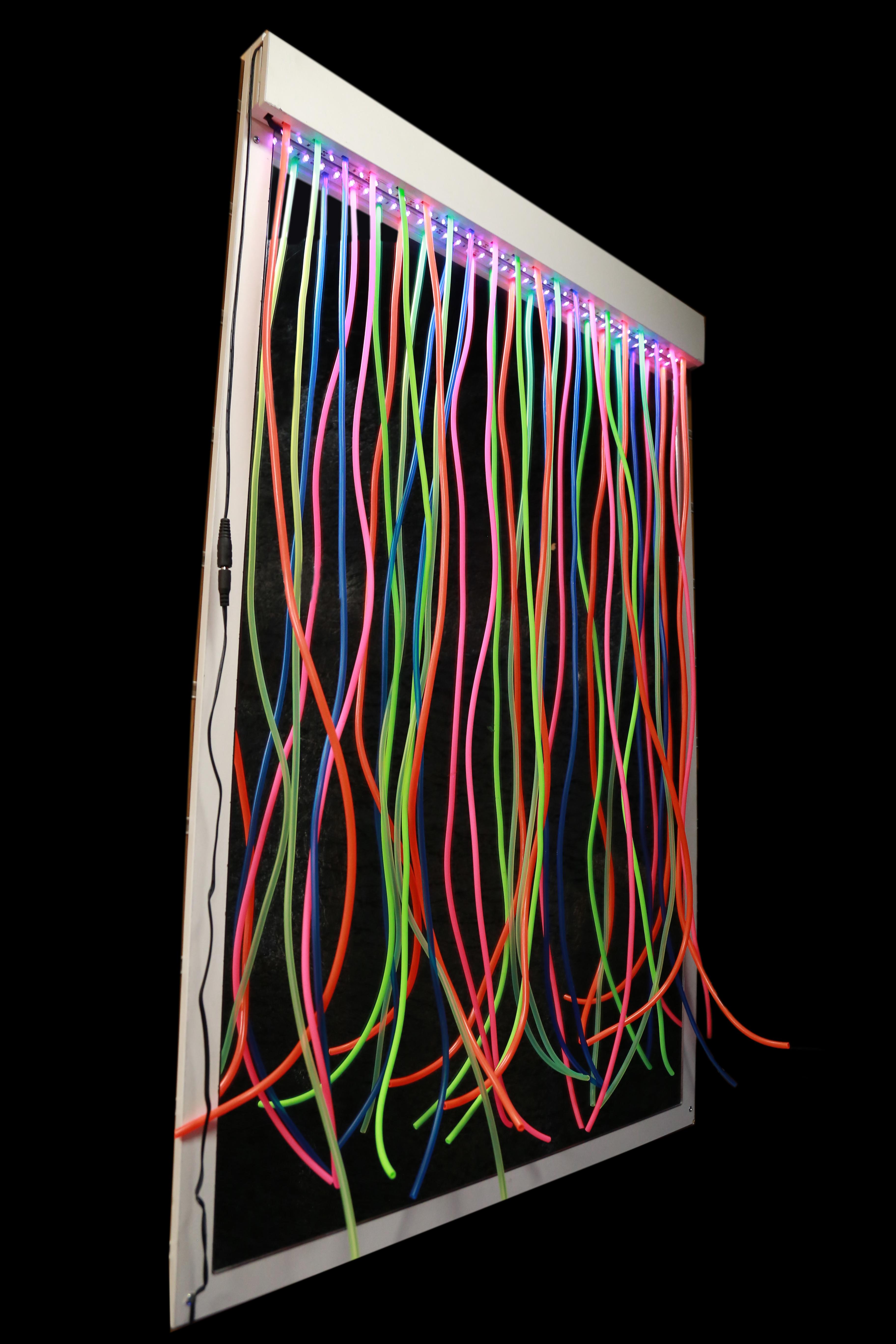 Oglindă UV cu perdea luminoasă tip franjuri (100 x 70 cm) imagine edituradiana.ro