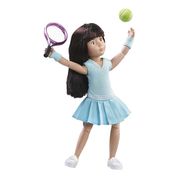 Păpușă Kruselings Luna în echipament albastru de tenis (23 cm) imagine edituradiana.ro