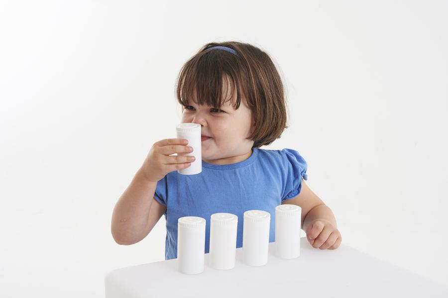 Recipiente din plastic pentru stimulare olfactivă imagine edituradiana.ro