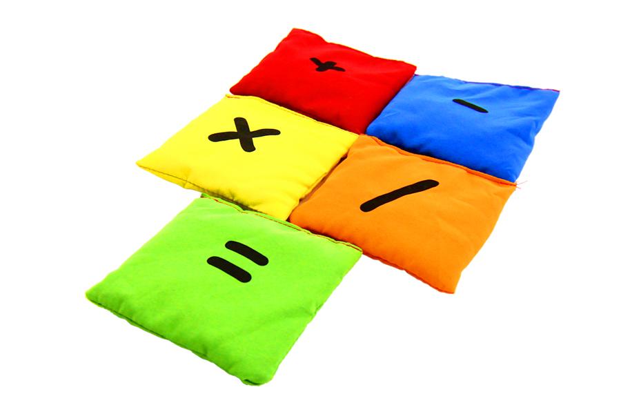 Set 5 pernuțe cu simboluri matematice, umplute cu granule de polistiren, 10 x 10 cm imagine edituradiana.ro