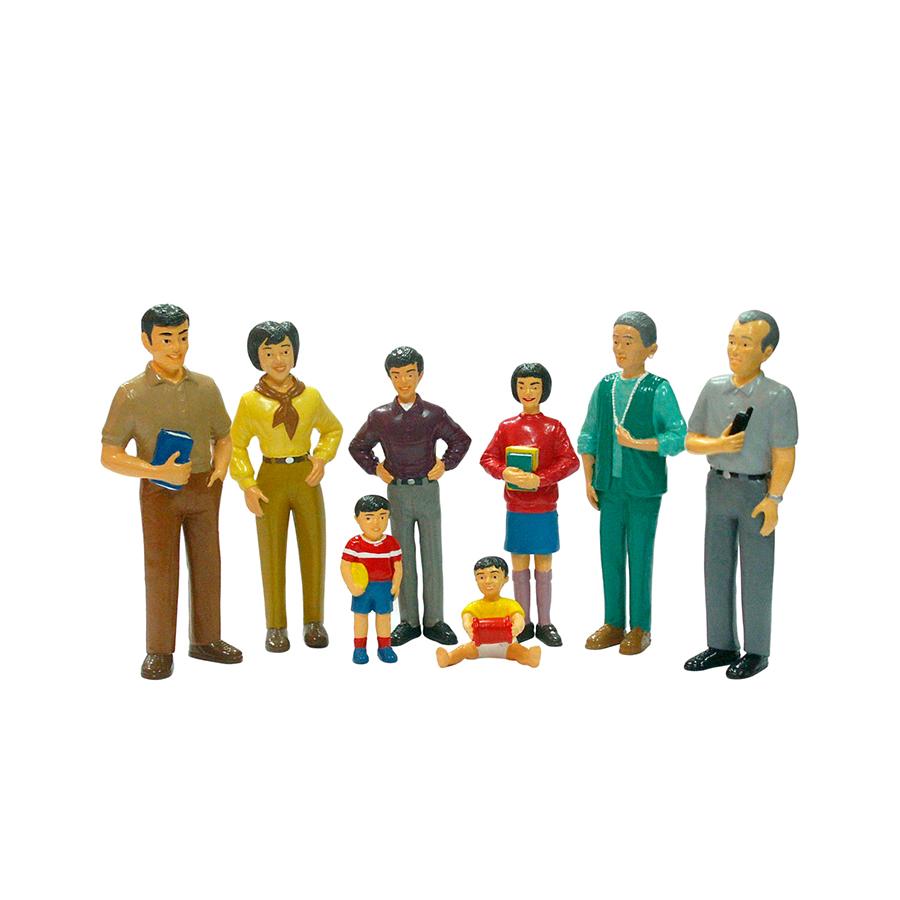 Set de 8 figurine - Familie asiatică imagine edituradiana.ro