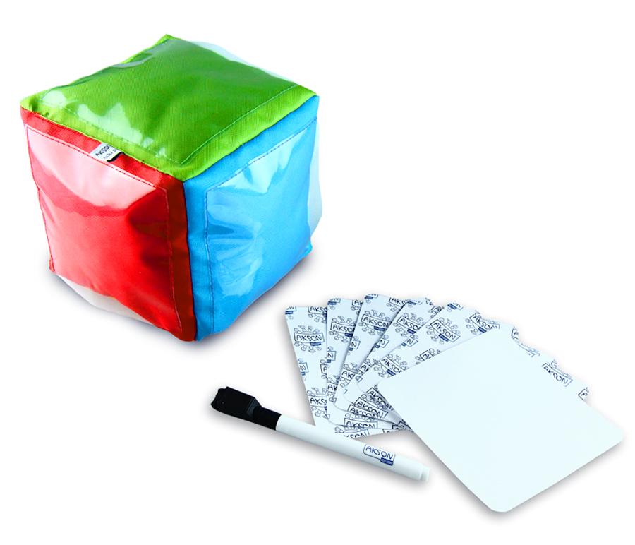 Set zar multicolor cu buzunare transparente, 6 carduri și 1 marker imagine edituradiana.ro