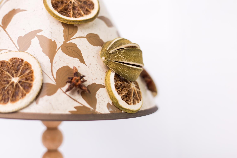 Decorațiune tip veioză cu aplicaţii de lime uscat și anason