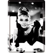 Carte postala metalica Audrey Hepburn cu tigareta
