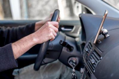 Suport magnetic auto pentru telefon si tableta LA-gun metal
