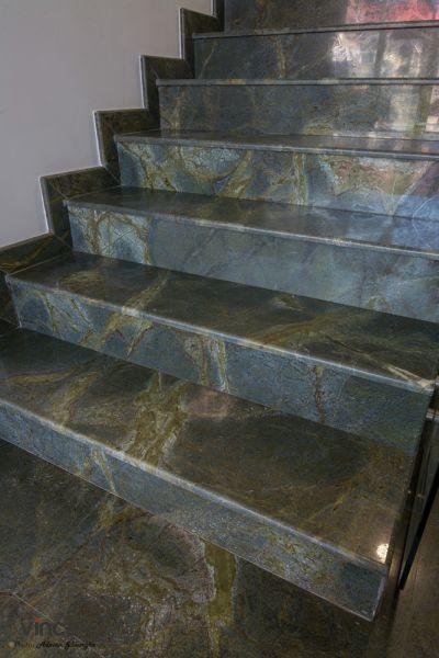 Trepte interioare din granit Green lightening