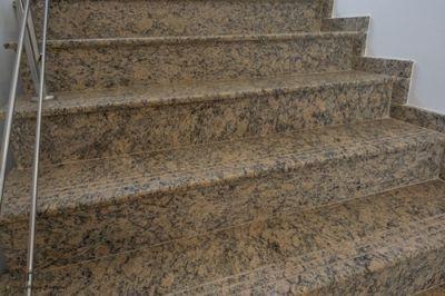 Trepte interioare din granit Oro Imperiale