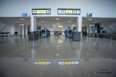 """Noul terminal al aeroportului international """"George Enescu"""" din Bacau modernizat cu granit VINCA"""