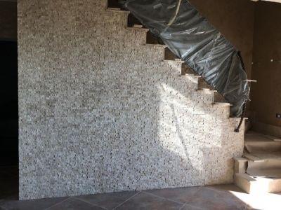 Mozaic travertin scapitat – stoc actualizat in depozitele VINCA din Bacau si Roznov