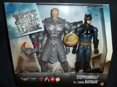 Figurina DC Comics Collectibles - Justice League: Steppenwolf versus Batman (2 figurine - Steppenwolf si Batman) - Collectible Action Figure (30 cm)
