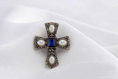 Brosa cruce bizantina Veneration
