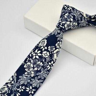 Cravata slim florala bleumarin si alb Casino